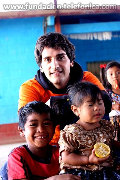 Fundación Telefónica, todos los años celebra la navidad a los niños de Proniño con el apoyo de los Voluntarios