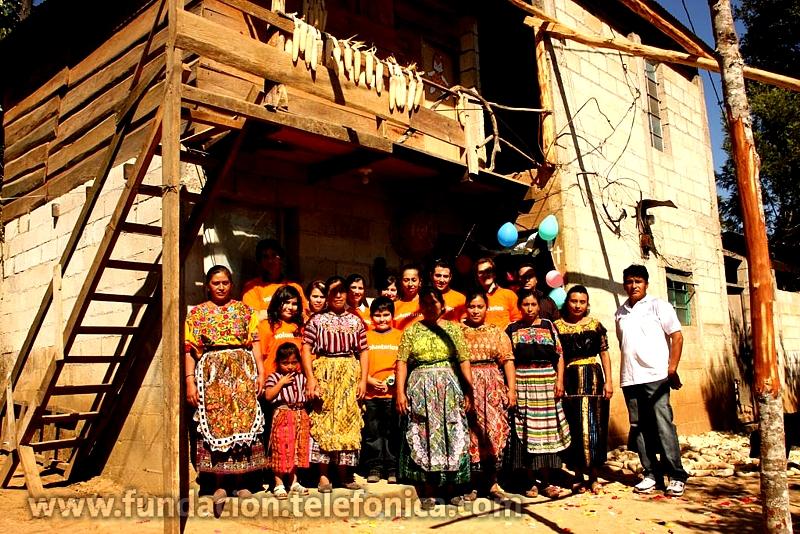 Fundación Telefónica desea ofrecer a las madres de familia de niños Proniño de la Aldea Cerro Alto, la oportunidad de emprender y manejar una microempresa, que genere ingresos para sus familias y que apoye el desarrollo sostenible de su comunidad