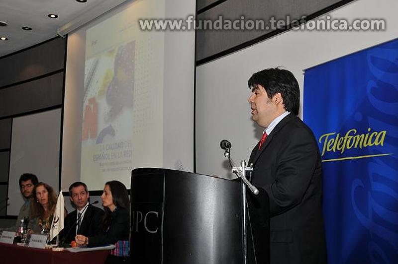 El periodista Marco Sifuentes, la decana de la Facultad de Comunicaciones de la Universidad Peruana de Ciencias Aplicadas, Úrsula Freundt-Thurne, el gerente de Comunicación Corporativa de Telefónica del Perú, Guillermo Denegri, la periodista Patricia del Río, y el director de la Fundación Telefónica del Perú, Mario Coronado
