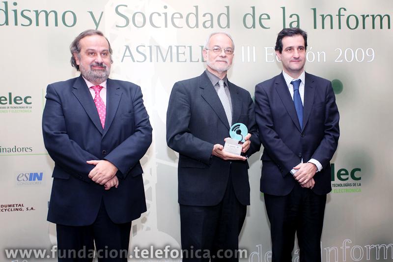 De izda. a dcha.: el presidente de ASIMELEC, Martín Pérez Sánchez; el vicepresidente ejecutivo de Fundación Telefónica, Javier Nadal, y el director general para el Desarrollo de la Sociedad de la Información, David Cierco.