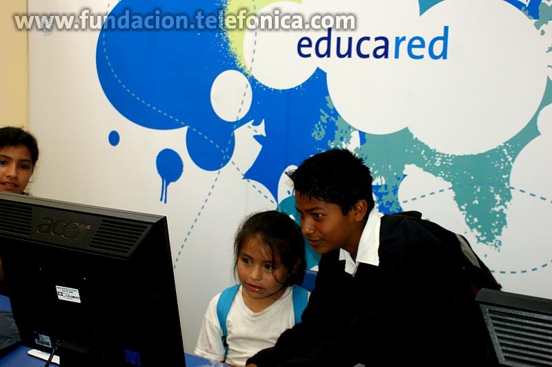 """Alumnos de la I.E. """"Julio Gutiérrez Solari"""" del distrito de Huanchaco, Trujillo, en la inauguración del Aula Fundación Telefónica"""