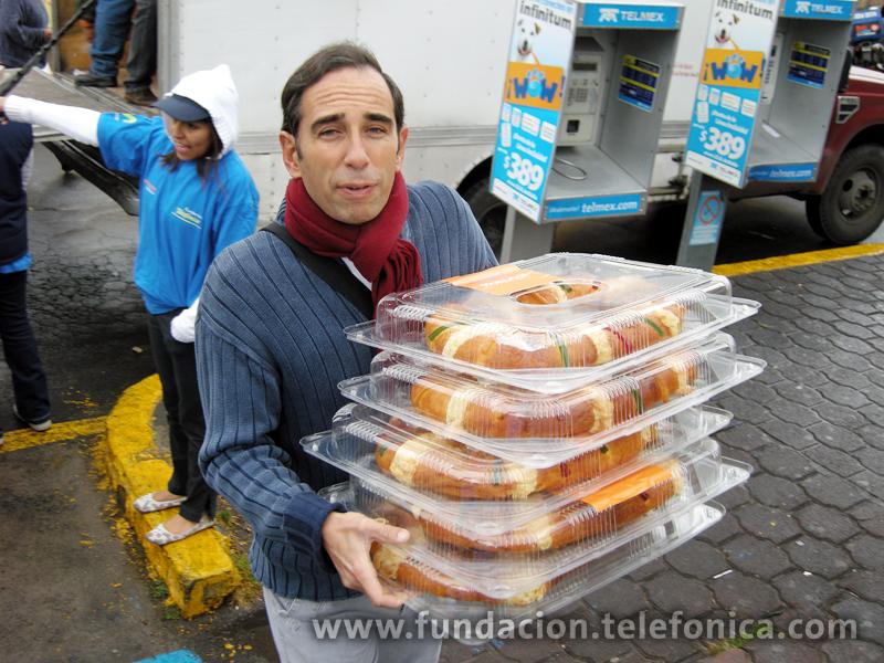 Yago Bazaco, Secretario General de Telefónica México colaborando como Voluntario.