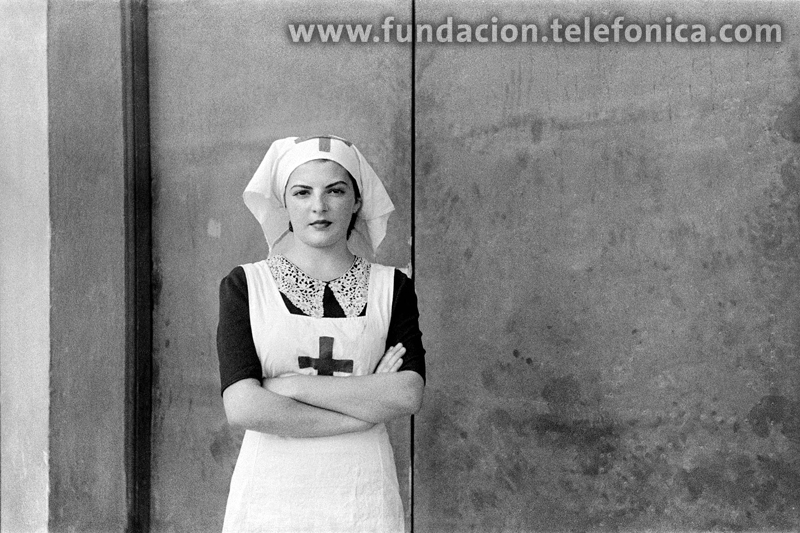 Retrato de una enfermera del Hospital de Sangre de Buitrago. 07-1936. © Marín. VEGAP 2010.