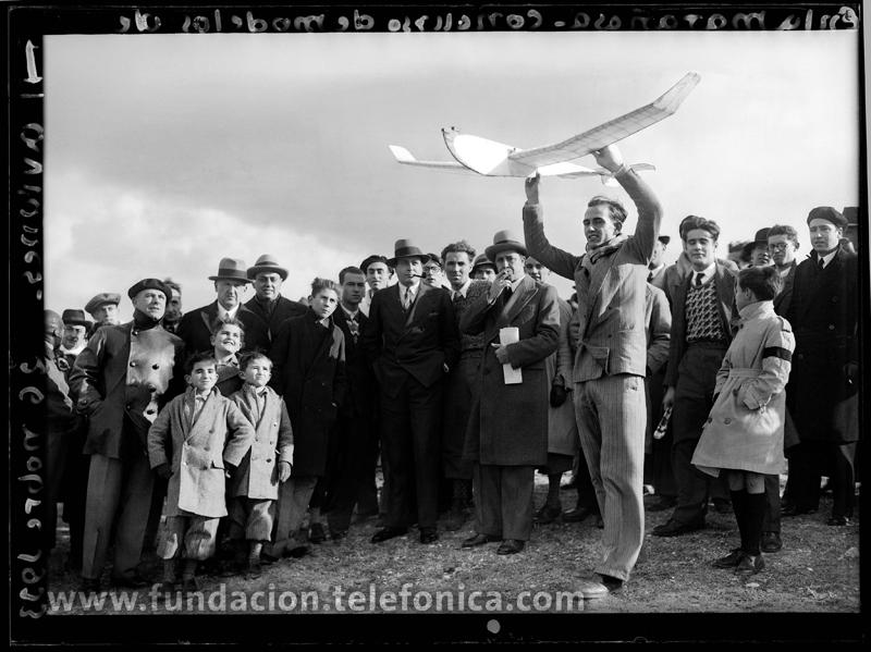 Concurso de modelos de aviones, La Marañosa, Madrid 1933. © Marín. VEGAP 2010.