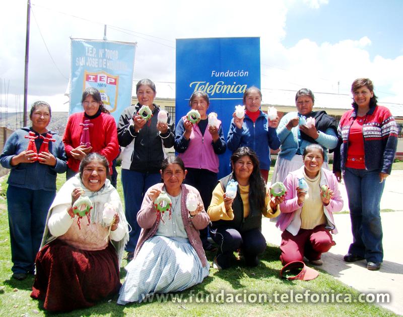 Madres tejedoras puneñas exponen sus productos en Tienda Solidaria.