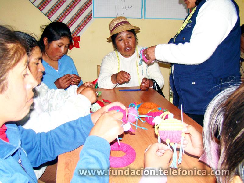 Las Madres tejedoras de Puno recibieron capacitaciones para mejorar y comercializar sus productos.