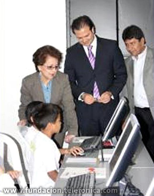Mario Bermúdez Director de País y la señora Ministra de Educación en inauguración de AFT.