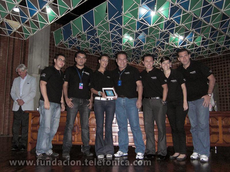 El acto de reconocimiento se llevó a cabo el 30 de enero de 2010 en el auditorio de la Universidad Católica Andres Bello, donde un grupo de empleados de Telefónica, en representación del Voluntariado, recibió la placa conmemorativa.