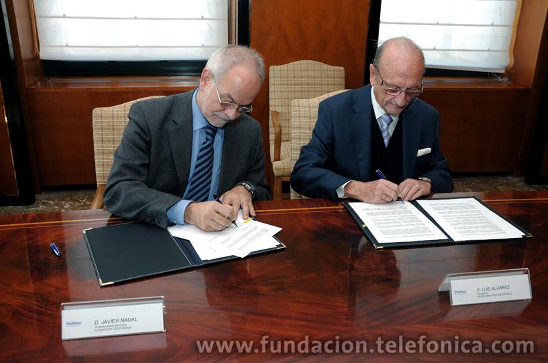 Javier Nadal, vicepresidente de Fundación Telefónica, y Luis álvarez, presidente de la AGMT, se comprometen a seguir colaborando con la firma de este convenio entre ambas entidades.