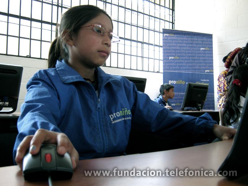 Fundación Telefónica inaugura dos Aulas Fundación Telefónica en Quetzaltenango y la primera en el departamento de Retalhuleu.