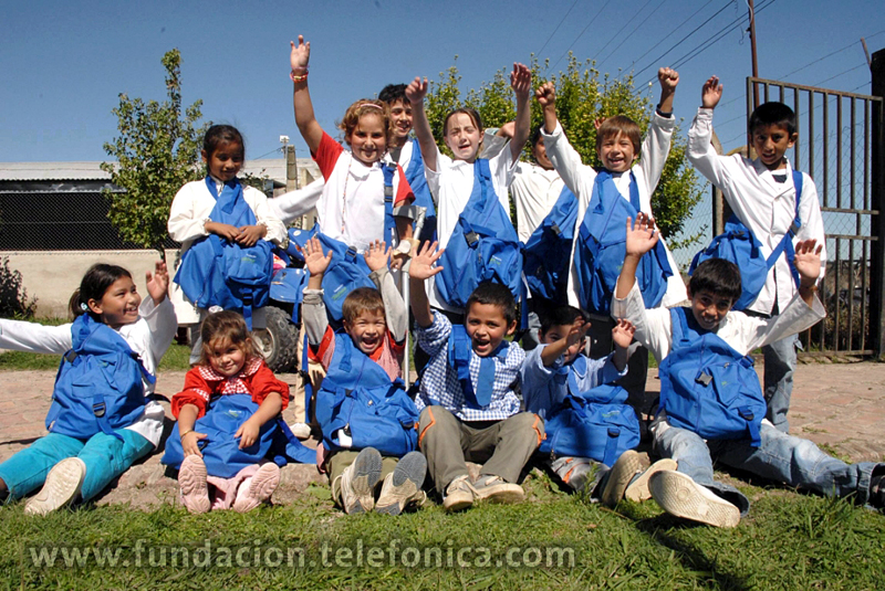 """En su octavo año consecutivo, el programa Voluntarios Telefónica inició su campaña anual de """"Inicio de Clases"""" alcanzando a distintas instituciones educativas de todo el país para contribuir con la educación y promover la igualdad de oportunidades."""