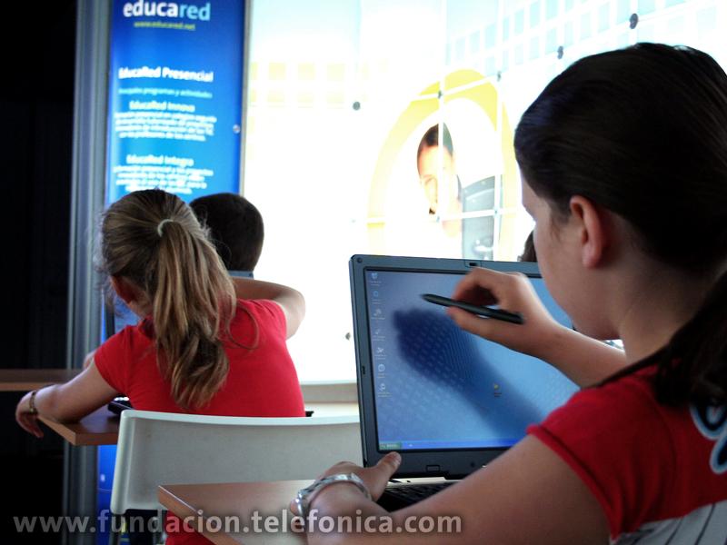 El premio Fundación Telefónica-OEI busca reconocer a las personas e instituciones que más colaboran con el desarrollo de la educación en Iberoamérica