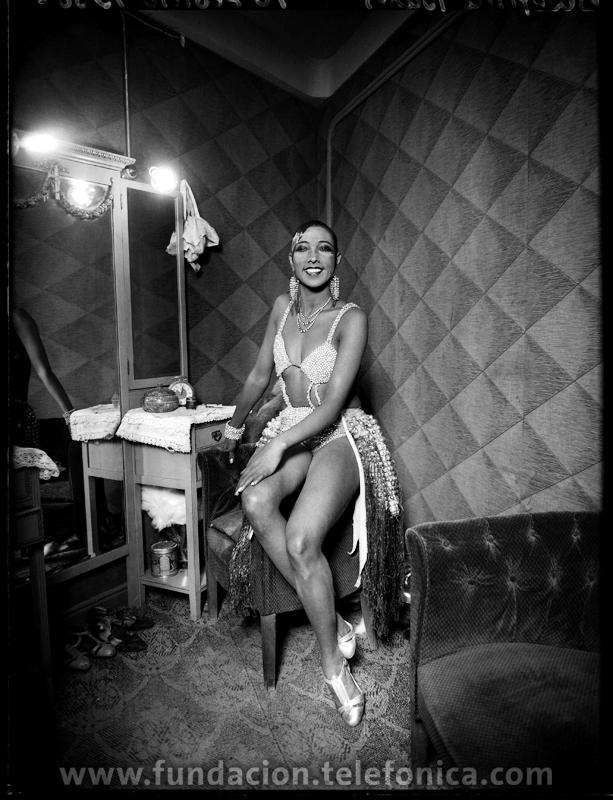 Josephine Baker en su camerino, 1930. © Marín. VEGAP 2010.
