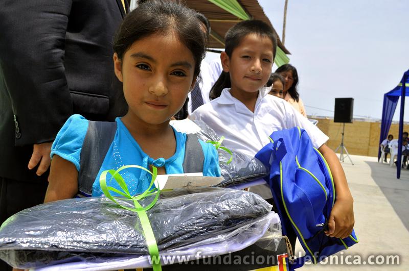 Como parte de la inauguración, se entregaron útiles escolares y uniformes.