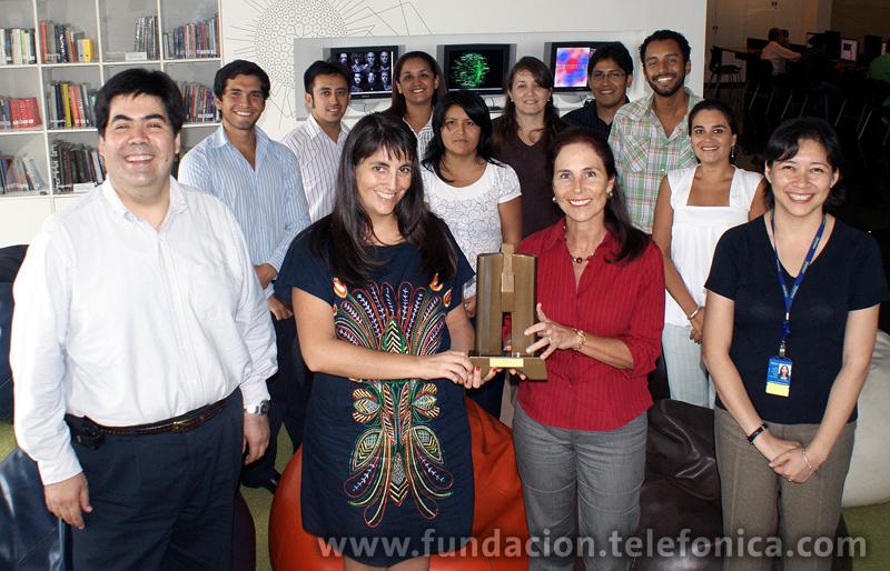 """Equipo de la Fundación Telefónica del Perú responsable del proyecto """"Aulas Fundación Telefónica"""", ganador del Premio a la Excelencia ANDA 2010 en las categoría Responsabilidad Social: Educación y Valores."""