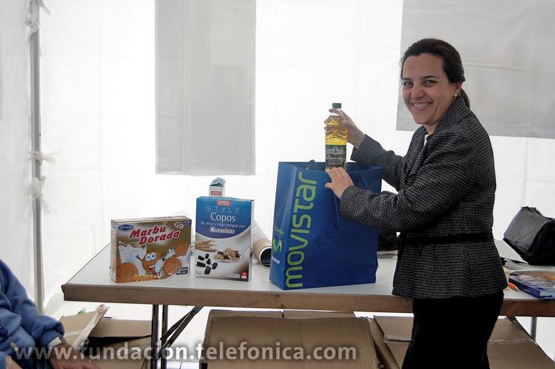 """Voluntarios Telefónica finaliza con éxito la primera Campaña de Recogida de Alimentos en toda España """"Alimentos para todos""""."""