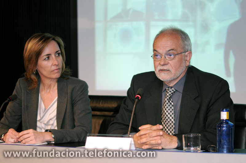 De izda. a dcha., la directora general de Tuenti, Koro Castellano, y el vicepresidente ejecutivo de Fundación Telefónica, Javier Nadal.