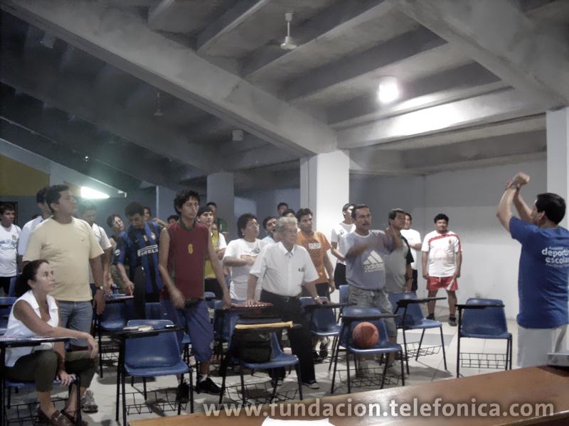 Alumnas de las I.E. República Alemana y Reverendo Padre Juan Diego Natal camino al Coliseo Cerrado de Iquitos, donde se realizó la Academia Deportiva Escolar Fundación Telefónica de Minibásquet.