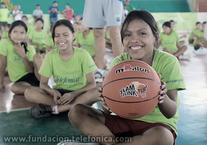 Academia Deportiva Escolar Fundación Telefónica de Minibásquet en Iquitos.