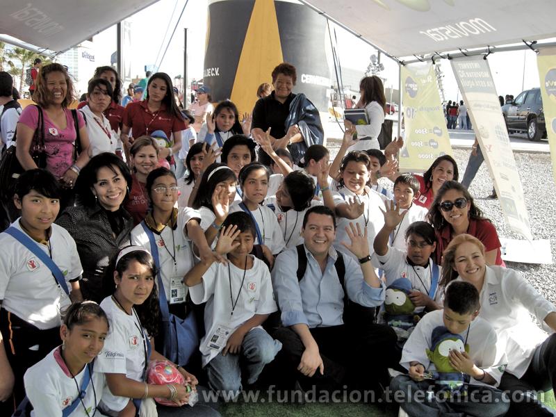 Fundación Telefónica invito a los ganadores del Cncurso de cártel y redacción a un  partido de futbol