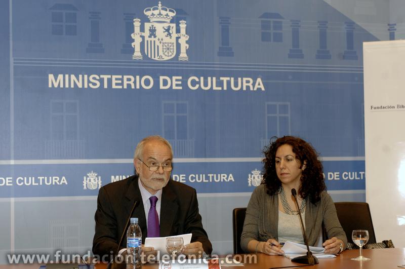 De izda. a dcha.: el vicepresidente ejecutivo de Fundación Telefónica, Javier Nadal, y la periodista y escritora Irene Lozano.