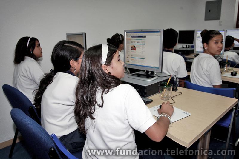 Las nuevas tecnologías de la Información y las Comunicaciones (TIC) constituyen poderosas herramientas para elevar la calidad de la educación y potenciar los procesos de enseñanza y aprendizaje.
