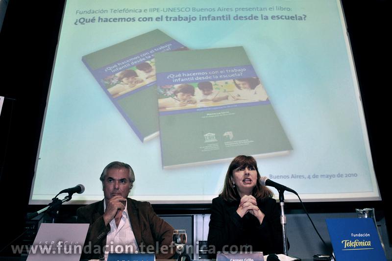 De izda. a dcha.: Emilio Tenti Fanfani, coordinador del área de investigación del IIPE-UNESCO y Carmen Grillo, directora de Fundación Telefónica.