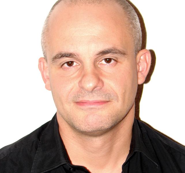 Ignacio Martín Maruri. Socio Fundador de Adaptive S.L. empresa de consultoría y formación en Liderazgo Adaptativo, miembro de Think Creative Biznets y Consultor Senior Asociado del Centro de Liderazgo y Gestión de Colombia. Ignacio es además colaborador de las universidades ESADE e IE (España) y del CESA (Co