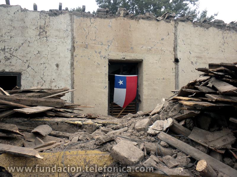 Colaboramos con Voluntarios de Chile en la construcción de viviendas tras el terremoto.