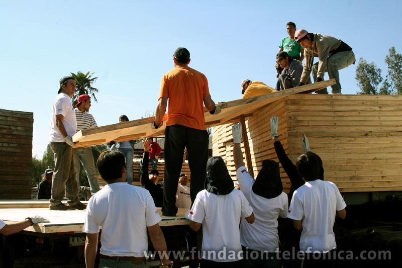 Hasta el momento ya llevan construidas 50 mediaguas (viviendas de madera muy básica) pero tienen el objetivo de construir 80 casas más y beneficiar así a más de 120 familias, entre las que se encuentran muchas beneficiarias del programa Proniño.