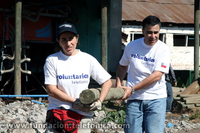 Fundación Telefónica, a través de su programa Voluntarios Telefónica en España, ha puesto a disposición una cuenta bancaria para todos los que quieran realizar aportaciones desde España para ayudar a los Voluntarios de Chile en este proyecto.