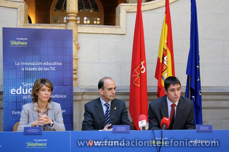 De izquierda a derecha, Marián Juste, Directora de Programas Educativos de Fundación Telefónica; Alberto Catalán, Consejero de Educación del Gobierno de Navarra y Roberto Mercero, Director Autonómico de Telefónica en Navarra.
