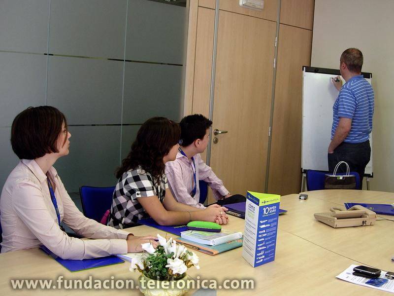 """Desde la puesta en marcha del programa """"Profesionales por un Día"""" en 2006, más de 82 alumnos y 26 profesionales han participado en la actividad"""