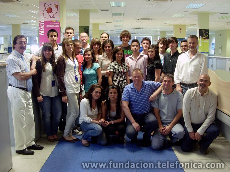 """""""Voluntarios Telefónica"""" celebró el pasado día 20 de mayo """"Profesionales por un día"""" en Sevilla, una iniciativa que fomenta el acercamiento de jóvenes estudiantes al mundo de la empresa que participan en la jornada laboral de un empleado  de Telefónica."""