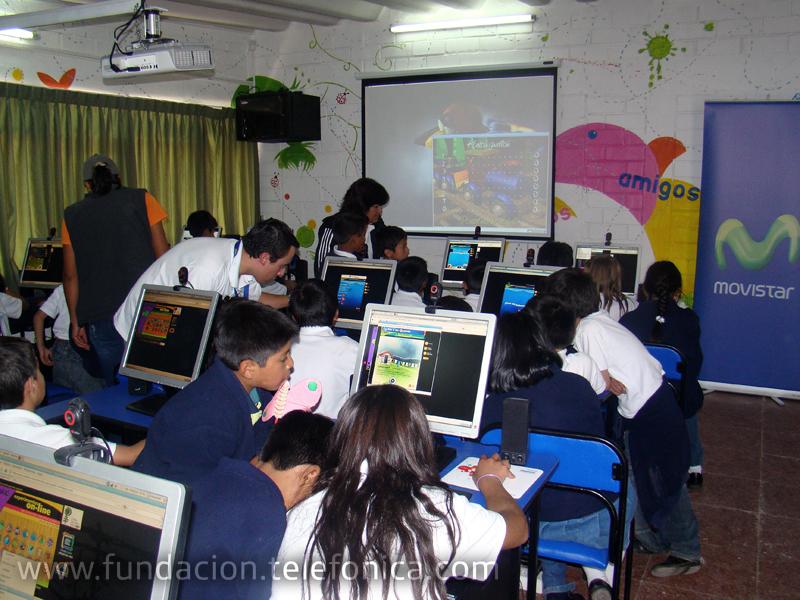 Niños y niñas de la Escuela Pan y Miel accedieron a contenidos educativos ambientales para reforzar los conocimientos adquiridos en el Jardín Botánico de Quito.