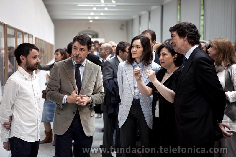 En la imagen, junto a Bleda y Rosa, Ángeles González-Sinde, Ministra de Cultura; Ignacio González, Vicepresidente Primero de la Comunidad de Madrid y Francisco Serrano, Director de Fundación Telefónica.