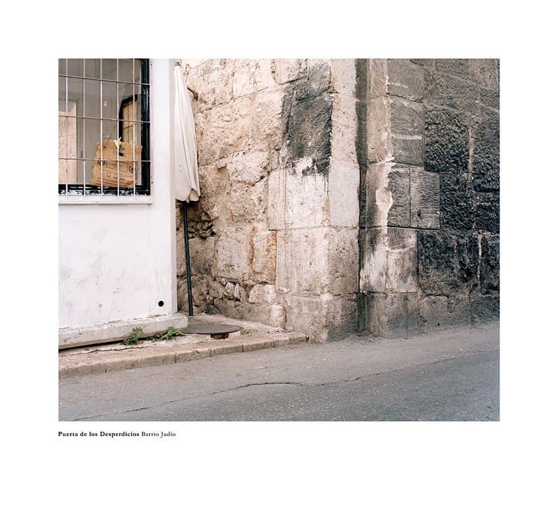 """Bleda y Rosa: Puerta de los Desperdicios. Barrio Judío, de la serie """"Memoriales"""", 2010 © Bleda y Rosa. VEGAP. Madrid, 2010."""