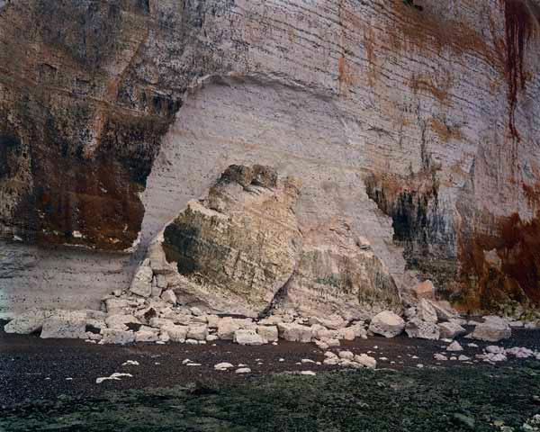 """Jem Southam: St. Pierre-en-Port, 9 November 2005, de la serie """"The Rockfalls of Normandy"""" © Jem Southam."""