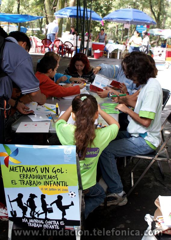 Pintamos nuestra camiseta contra el trabajo infantil.