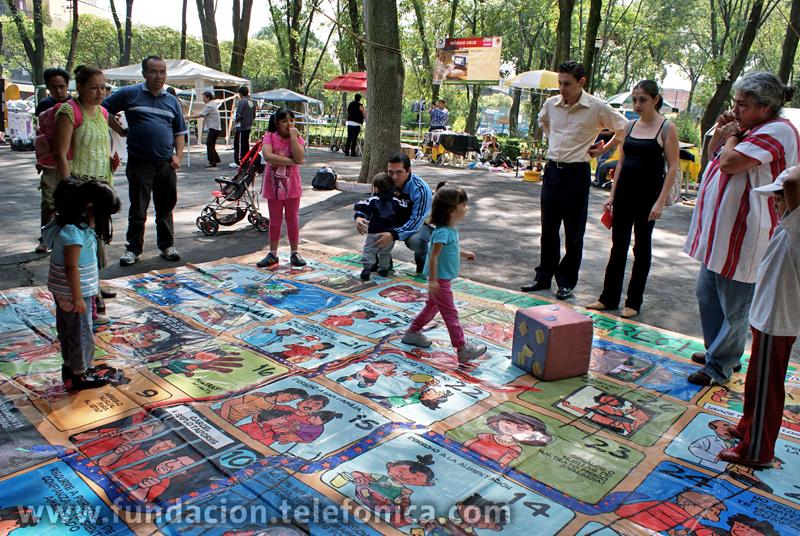 Serpientes y escaleras por los derechos de los niños.