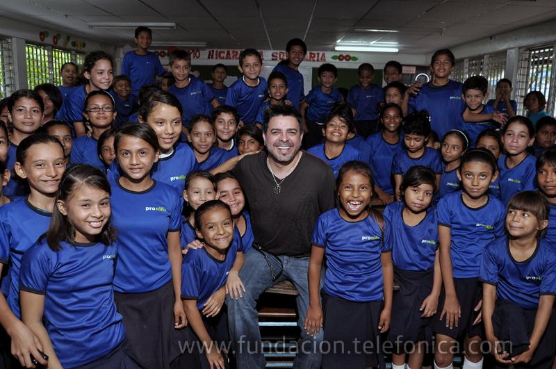 La visita de Luis Enrique forma parte de la Campaña Contra el Trabajo Infantil que impulsa Telefónica movistar y Proniño en el mes de la niñez.