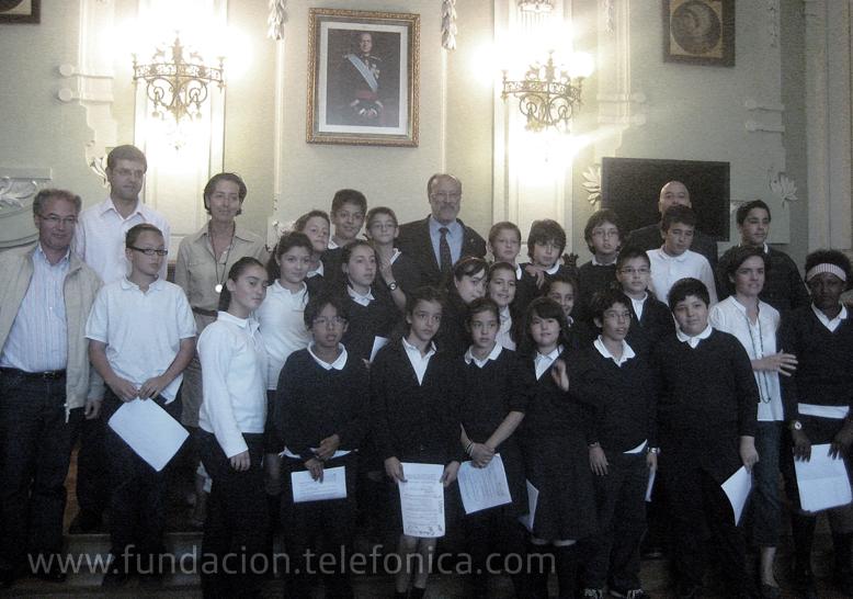 """Alumnos de Valladolid presentan al alcalde su trabajo con un colegio de México, a través del proyecto """"Escuelas Amigas"""" de Fundación Telefónica"""