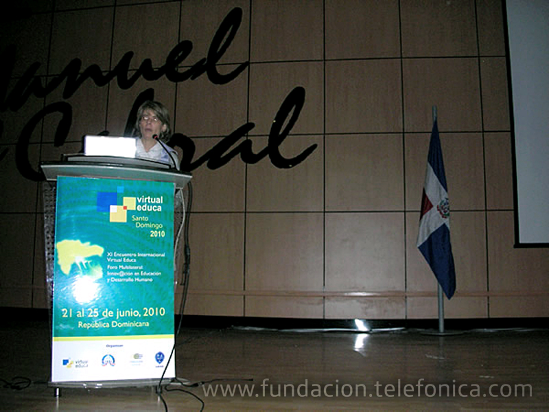 Marián Juste, Directora de Programas Educativos de Fundación Telefónica, junto a otros miembros del equipo de EducaRed de España y Latinoamérica, durante su intervención en las sesiones del Encuentro Virtual Educa.