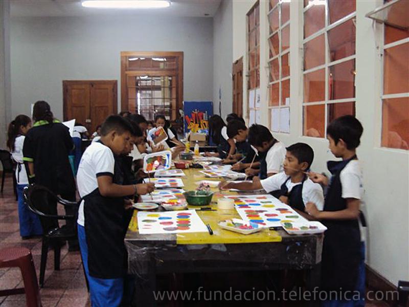 La expresión artística se fomenta en los niños beneficiados por el programa Proniño quienes aprenden a transmitir sus sentimientos e ideas a través de la pintura y escultura.