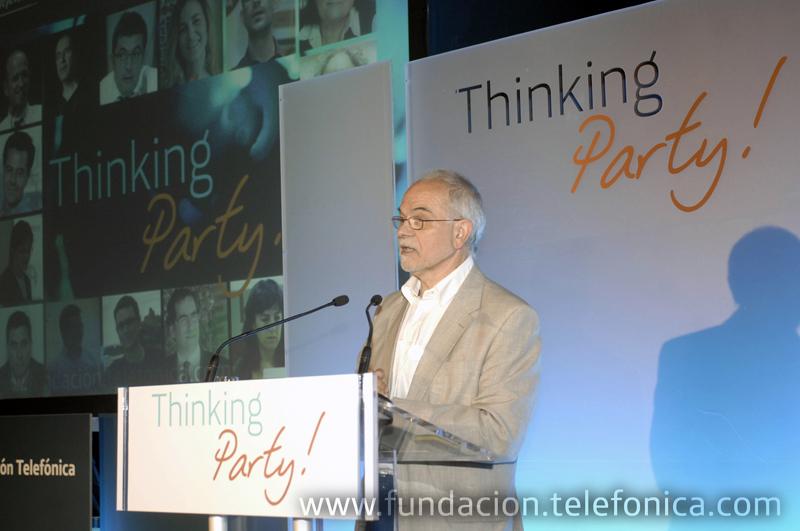 El vicepresidente ejecutivo de Fundación Telefónica, Javier Nadal, da la bienvenida en el Círculo de Bellas Artes a los cerca de cuatrocientos inscritos en la Thinking Party.