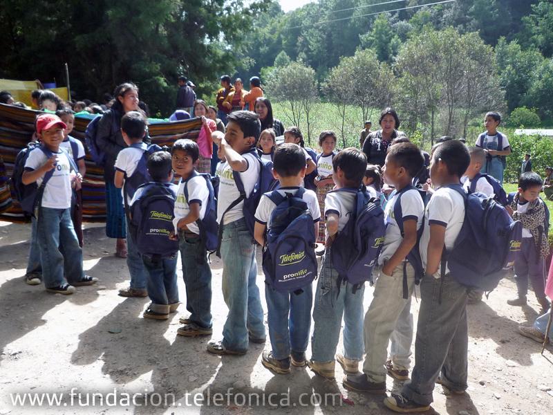 En el marco de la conmemoración del Día Mundial contra el Trabajo Infantil, Fundación Telefónica, a través de su programa Proniño, confirma su compromiso de contribuir con la erradicación del trabajo infantil en Guatemala y organiza una caminata como manifestación de los niños en contra del trabajo infantil.