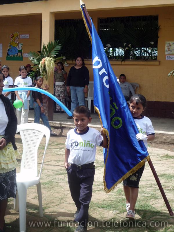 Para conmemorar el Día Mundial contra el Trabajo Infantil, Fundación Telefónica, a través de su programa Proniño, desarrolla un Foro Proniño con la participación de representantes del Ministerio de Educación, Ministerio de Trabajo, Ministerio de Salud, Procuraduría de los Derechos Humanos y Municipalidad.