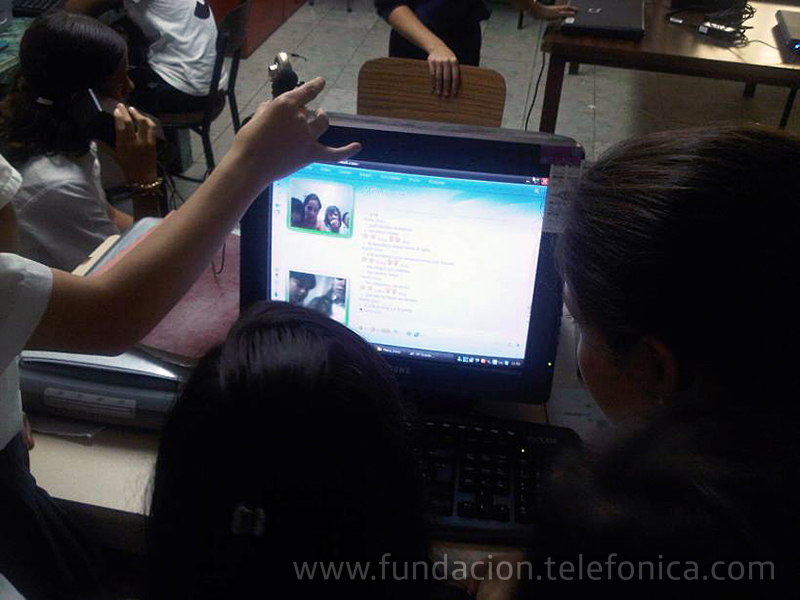 """Niñas y niños venezolanos cruzaron el Atlántico de manera virtual Con """"Escuelas Amigas"""" de Fundación Telefónica."""
