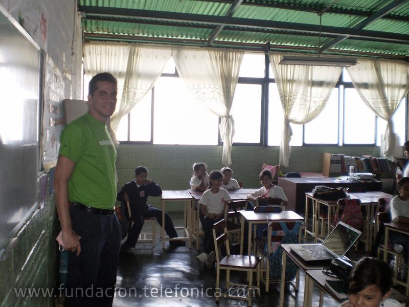 Los Voluntarios asumieron el papel de dinamizadores del proceso de comunicación y trabajo de Escuelas Amigas, para lo cual recibieron formación, ayuda y asesoramiento continuo, tanto en aspectos pedagógicos como técnicos.