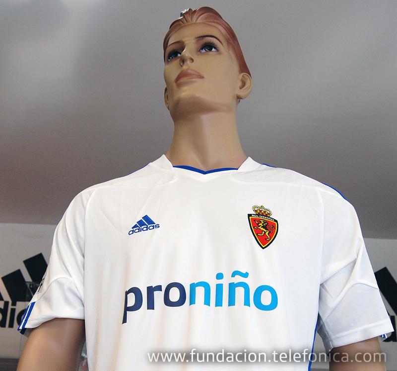 Telefónica renueva el patrocinio al Real Zaragoza, que lucirá en las camisetas la imagen de Pronito.